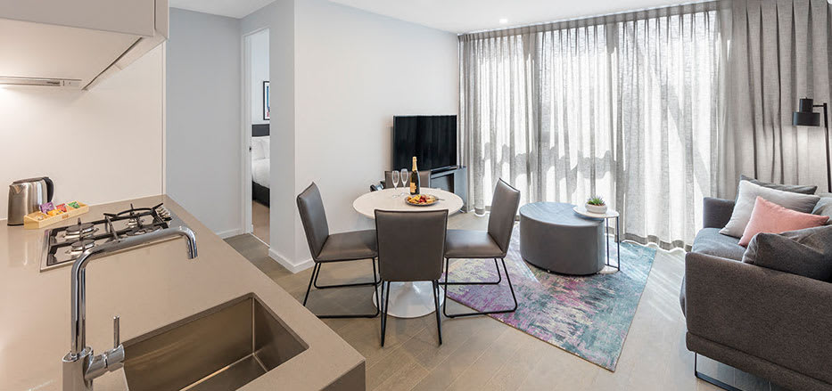 Open plan 2 Bedroom hotel apartment in central Melbourne with free Wi-Fi and air conditioning
