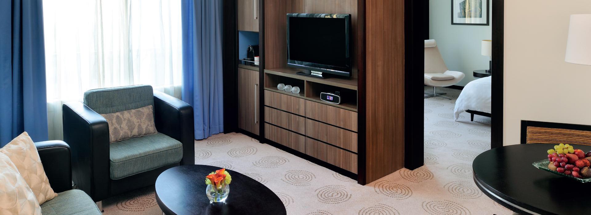AVANI Deira Hotel Dubai executive suite living area