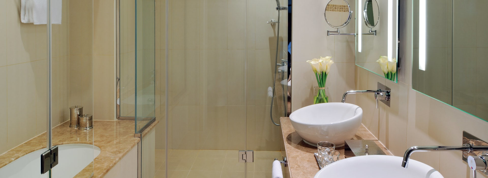 The bathroom of a Junior suite at AVANI Deira