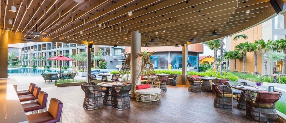 AQUA pool bar at AVANI Hua Hin