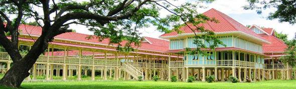 Maruekathaiyawan Palace exterior