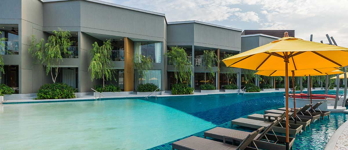 AVANI Deluxe Pool Room