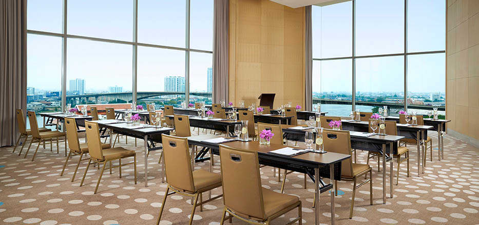 AVANI Riverside meeting room with river view