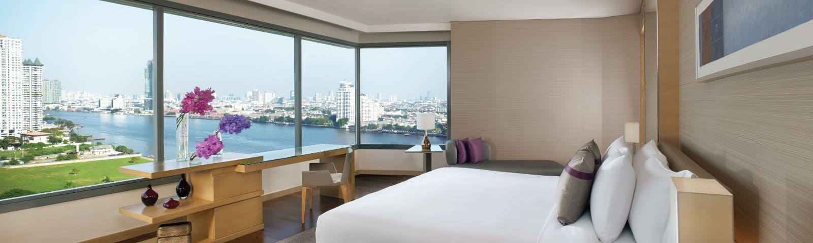 Room with city and river view at AVANI Riverside