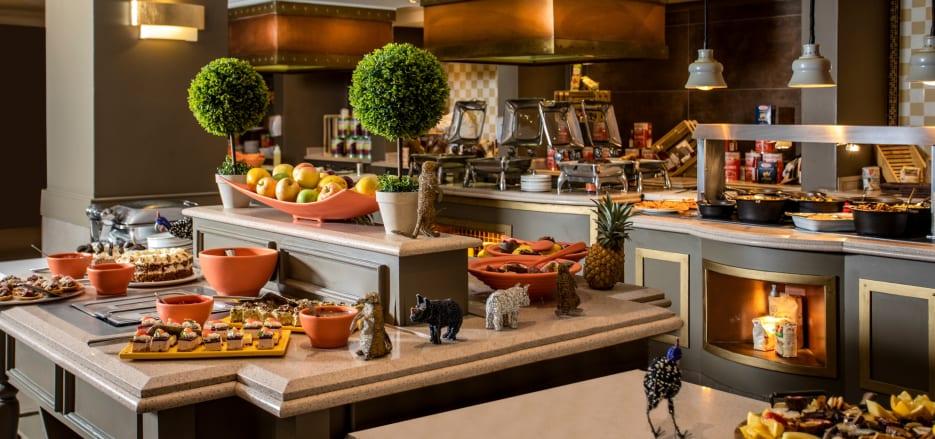 Romantic Restaurants in Windhoek | Avani Windhoek Hotel Dunes